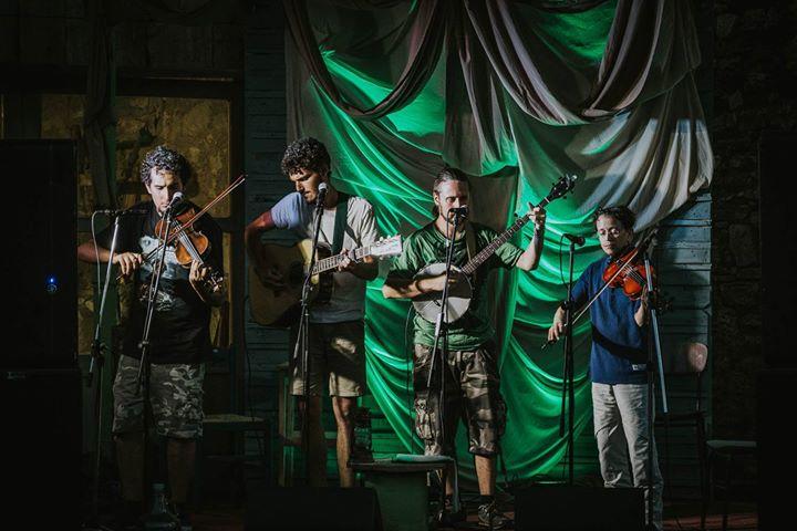 """San Brulli stringband con il loro repertorio di """"american old time music"""" accompagnati dal folksinger Michele Buzzi."""