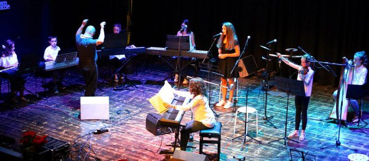 Una nuova collaborazione per il Circolo. Gli allievi del Centro Musicale Concertare nella loro formazione folk.