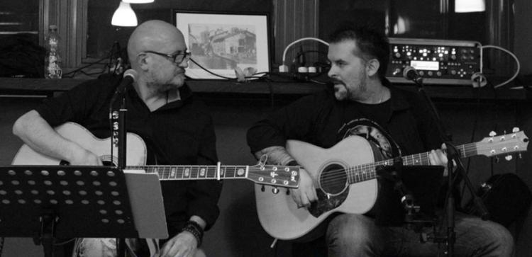⏰ sabato 30 novembre 🎸🎸MALALUNA Live  Il duo Malaluna nasce da un'idea di Massimo Beretta e Tony Foderaro, cantante il primo, chitarrista il secondo.